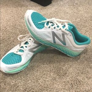Whit wand turquoise New Balance running shoes